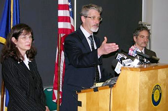 Kathleen O'Leary, Washington County Public Health administrator; Mel Kohn, M.D., acting administrator, DHS Public Health Division; and Gary Oxman, M.D., Multnomah County Health Officer at news conference.
